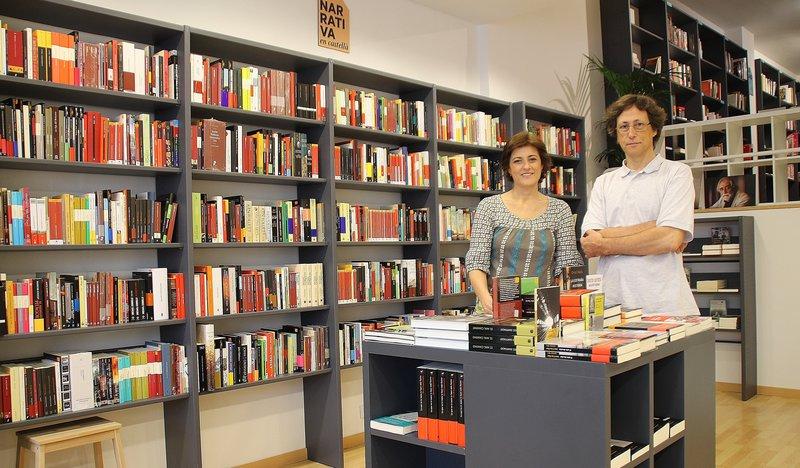 Àlvar Masllorens i Cristina Moix, propietari i treballadora de la nova i única llibreria independent La Temerària (carrer de la Unió 7) que ha obert al centre de Terrassa per cobrir el buit deixat des que va tancar la llibreria Grau i es va traspassar el Cau Ple de Lletres. Inaugura el 16 de setembre.